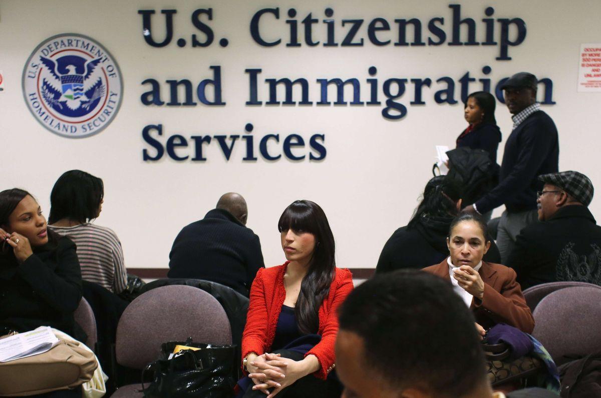 USCIS suspende servicio prioritario para petición de trabajadores