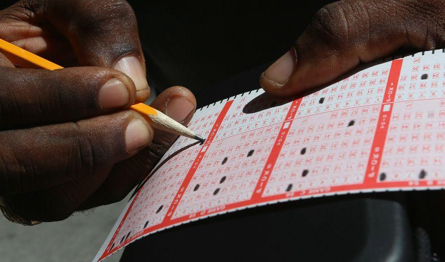 Jugó los números de la licencia de un coche. Y ganó la lotería