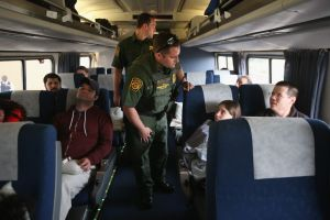 Patrulla Fronteriza arresta a seis indocumentados en estación de tren