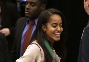 Malia Obama luce radiante con amigos y su novio universitario
