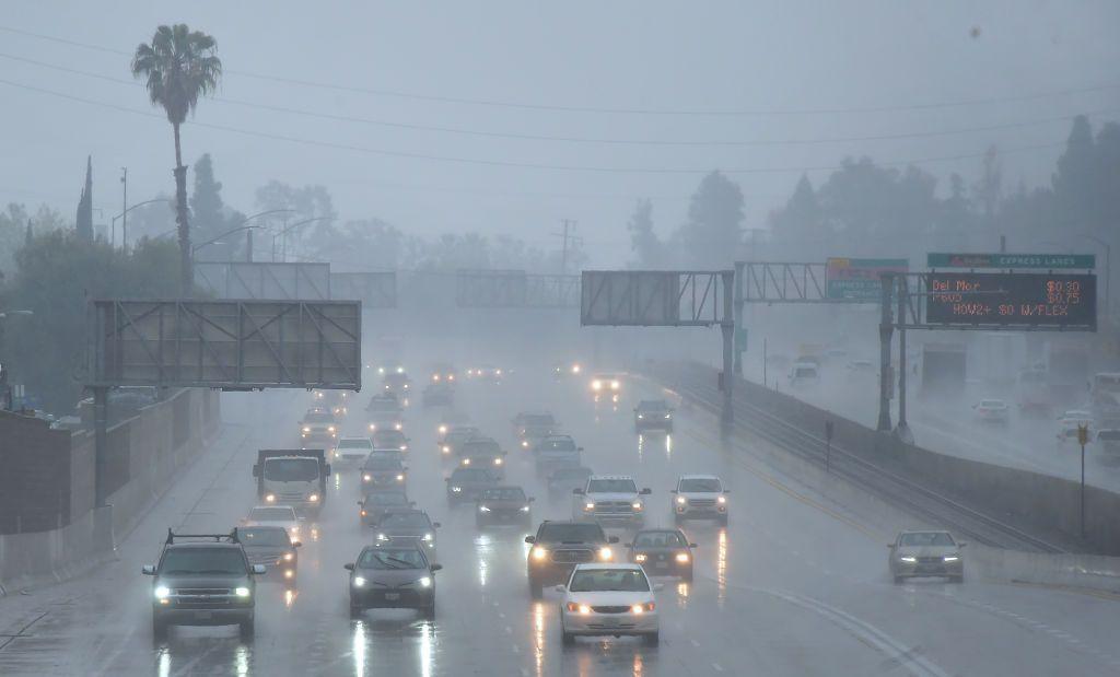 Es necesario tomar más precauciones al manejar bajo lluvia