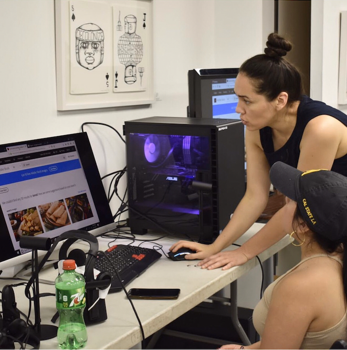 Su vida migratoria le hizo una mujer fuerte y ahora esta latina apuesta por la 'realidad virtual'