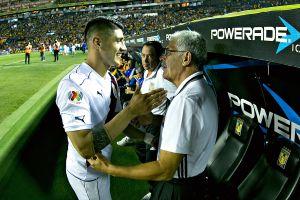 La polémica quedó atrás: Ricardo Ferretti felicitó a Pulido por su título de goleo