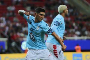 Víctor Guzmán podría terminar en el PSV o en Chivas