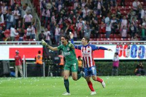 ¡Fue un accidente! Toño Rodríguez, de Chivas, narró lo que pasó y pensó momentos antes de su gol de portería a portería