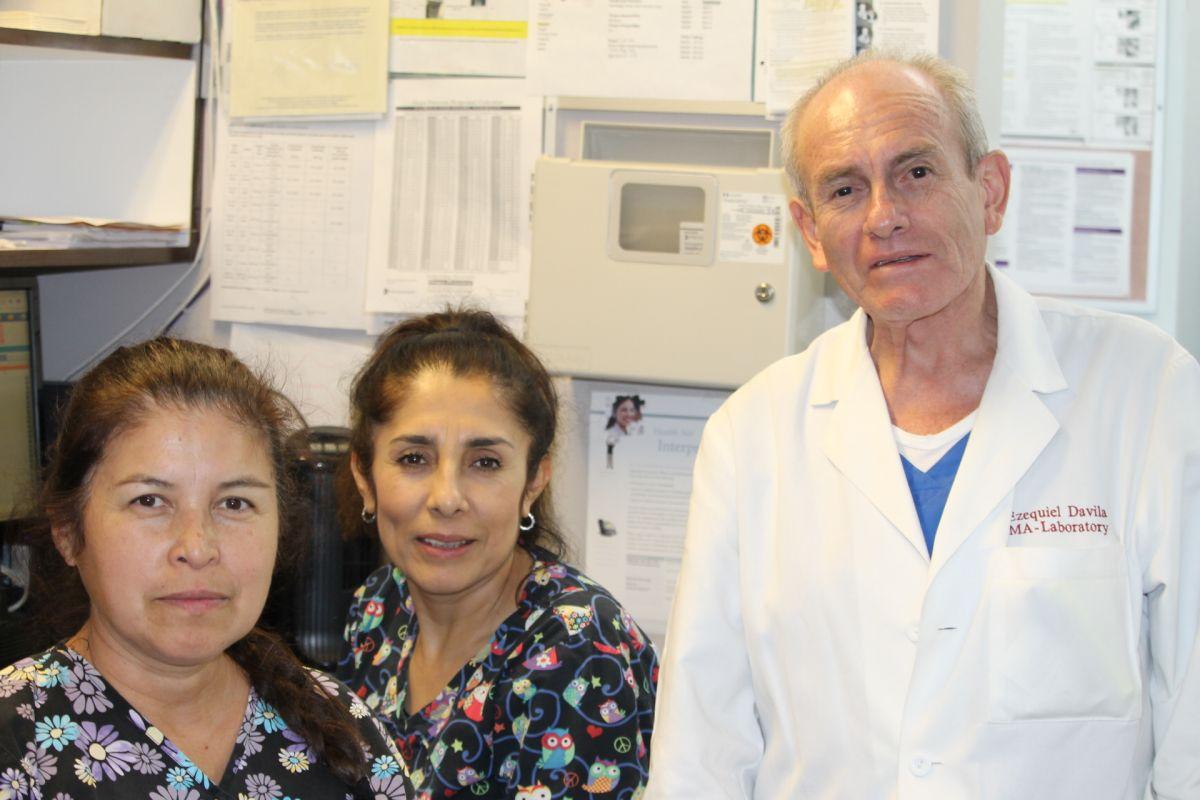 Escasez de médicos latinos en California afecta a regiones pobres