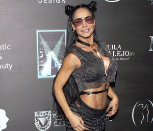 En escotado traje de baño, Lis Vega realiza un infartante twerking