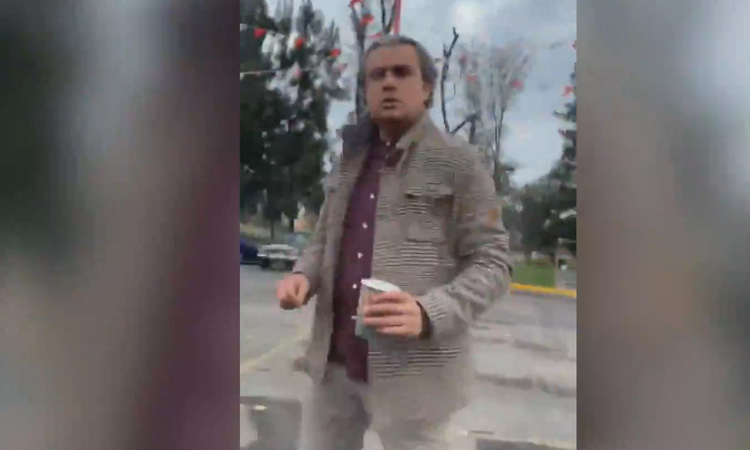 VIDEO: #LordCafé, sujeto agrede a mujer tras indicente vial, le arroja café