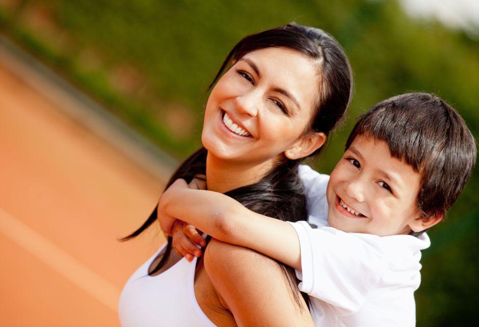 ¿Trabajadora latina y madre? La paridad salarial más difícil