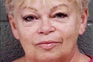 Maestra de 63 años acusada de violar a estudiante de 17 mata a su esposo y se suicida en Carolina del Norte
