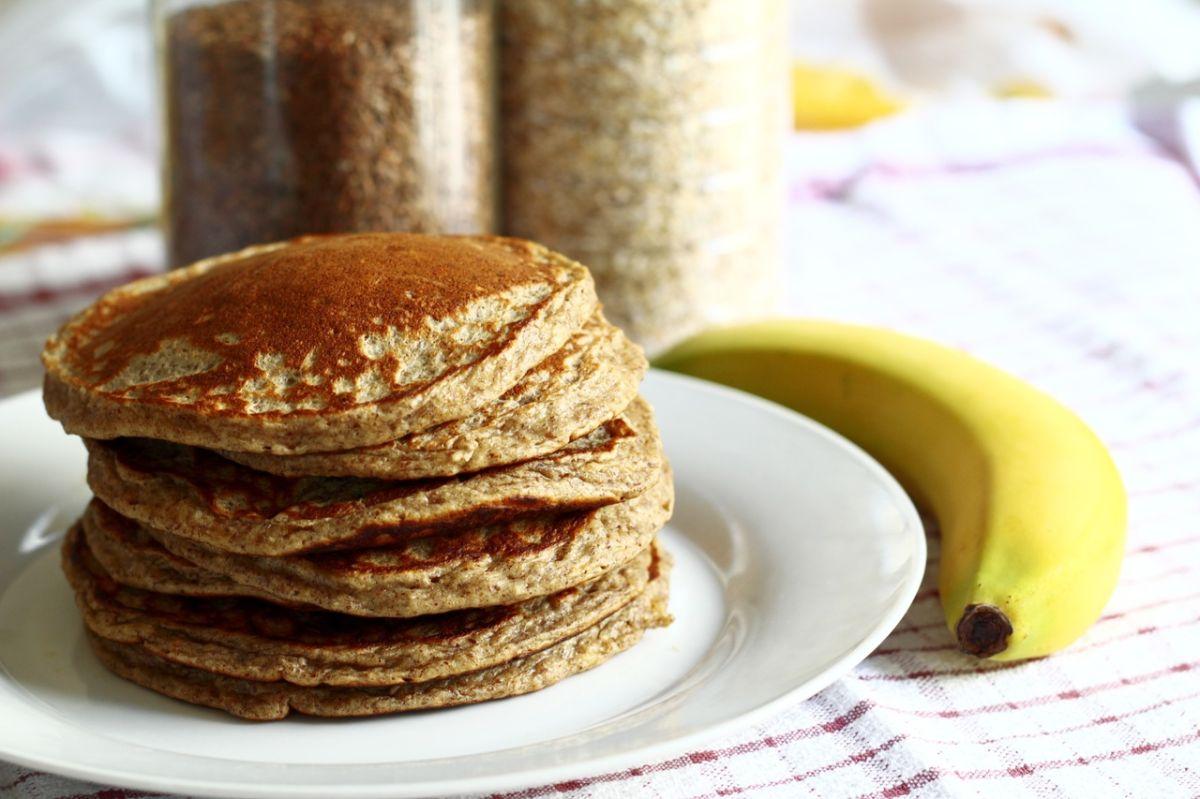 Estos panqueques de avena son una dulce alternativa de desayuno saludable y nutritivo, fáciles de preparar, sin azúcar y sin lácteos