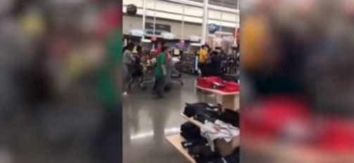 Video: Se agarran a golpes en un supermercado H-E-B de Texas