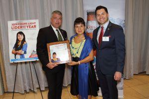 Coors Light Líderes reconoce a emprendedora hispana del año