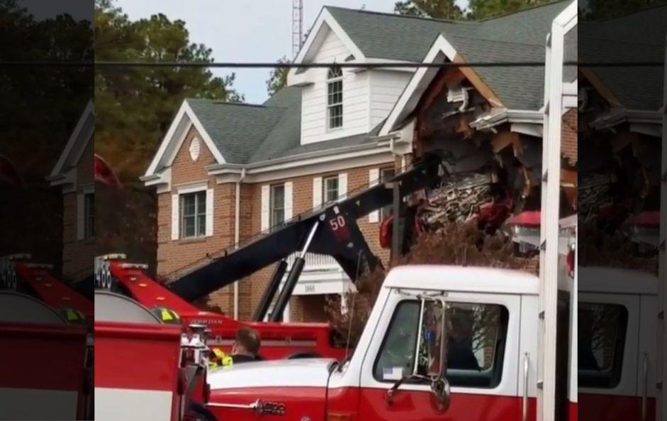 """Dos personas mueren luego de que un Porsche """"volara"""" al segundo piso de un edificio en Nueva Jersey"""