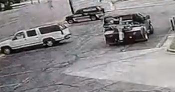 En video captan a conductor de remolque llevarse con ´transa´ la camioneta de una pareja de la tercera edad