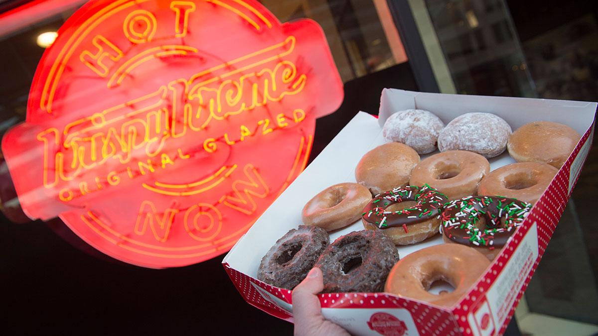 Joven revendía donas de Krispy Kreme para pagar la universidad, y la empresa intentó detenerlo