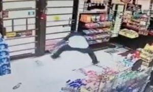 Ladrón quería probar su suerte en la lotería y se robó toda una caja de boletos
