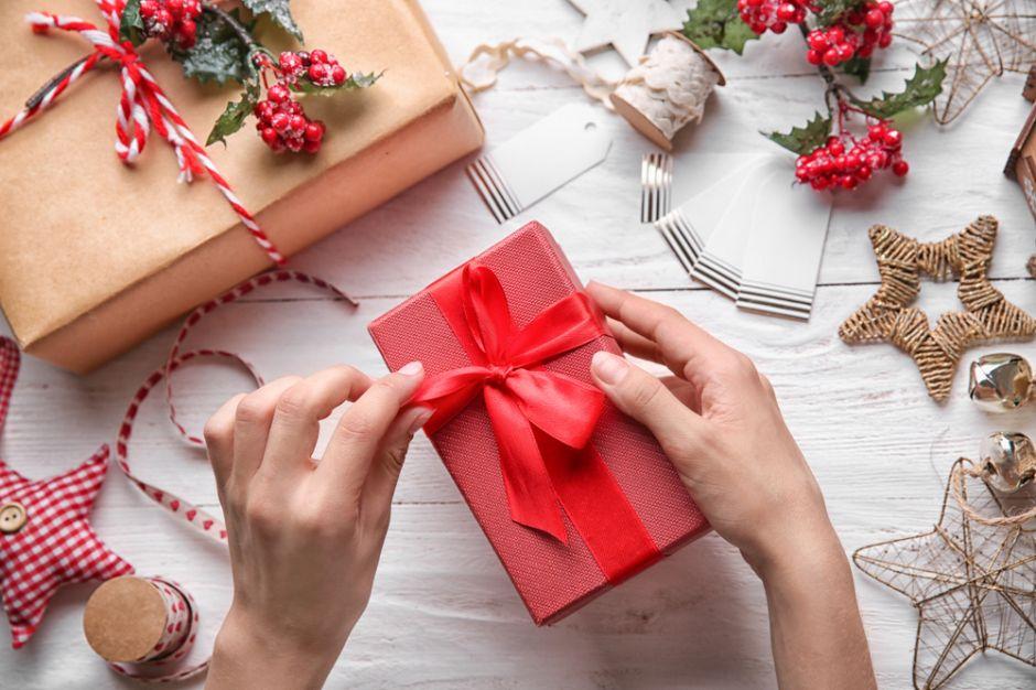 5 productos para envolver tus regalos de navidad sin gastar mucho dinero