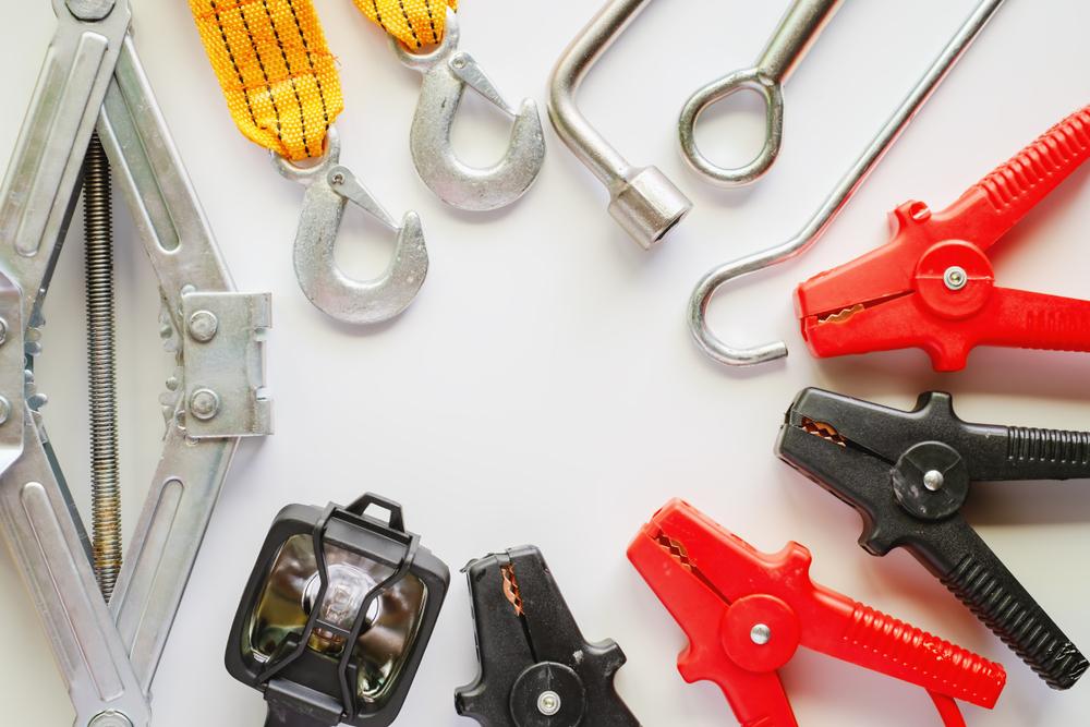 Las 5 herramientas básicas de mecánica que no pueden faltar en tu auto