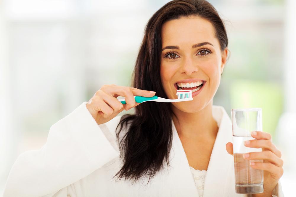 Miles de bacterias habitan en tu boca.