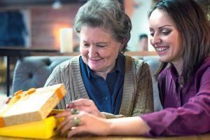 6 opciones de regalos para darle a tu madre en navidad por menos de $40