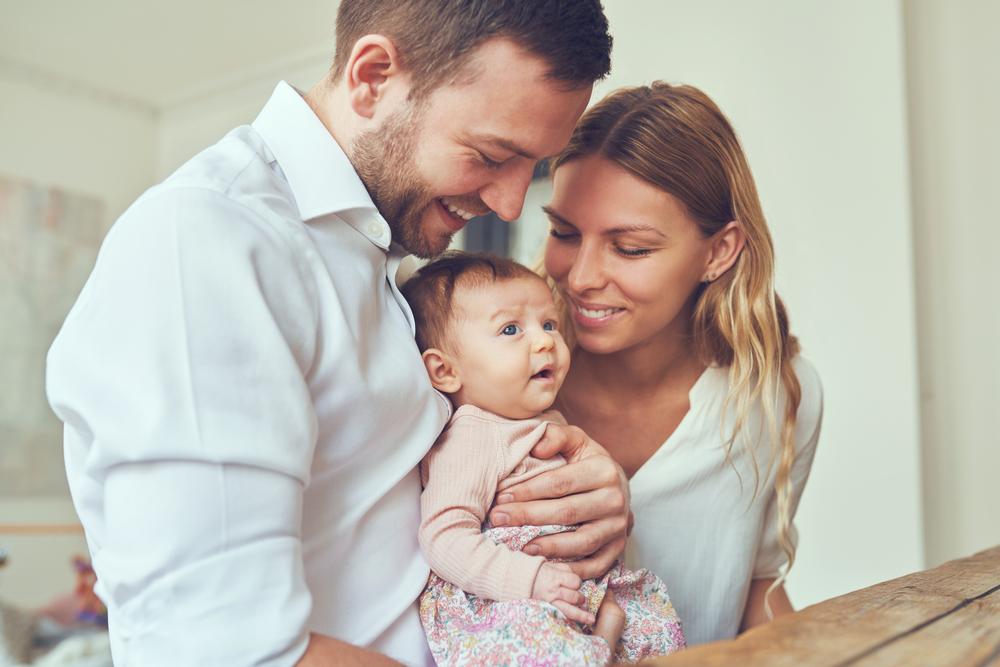 En este lugar del mundo pagan $11,000 a las parejas que quieran tener un hijo
