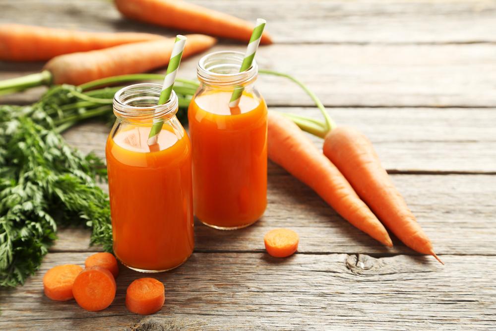 El jugo de zanahoria y apio es una combinación llena de nutrientes de alto valor biológico. ¡Que aumentan la energía y vitalidad!