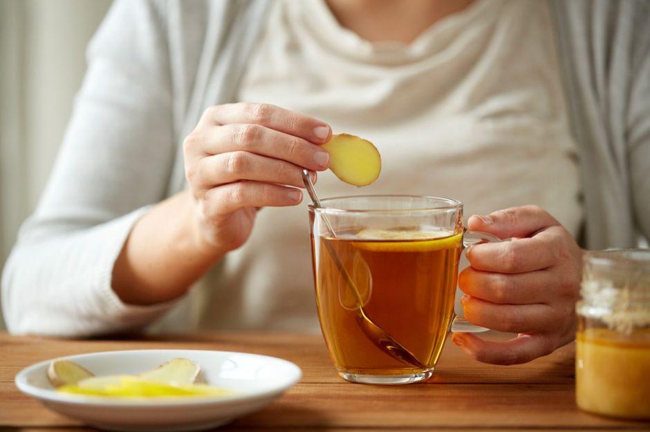 4 tés para evitar retención de líquidos y sentirte más ligero