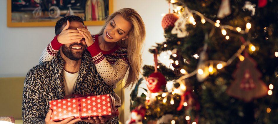 Los 5 mejores perfumes de hombre por menos de $80 para regalar esta navidad