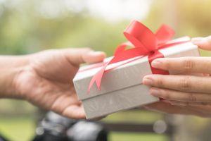 6 ideas de regalos por menos de $15 que te sacarán de más de un apuro