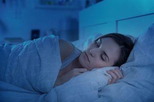 Esta es la mejor postura para dormir según la ciencia