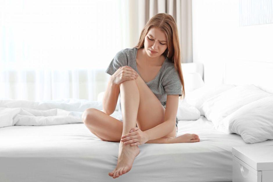 Estos son los síntomas y causas del Síndrome de las Piernas Inquietas