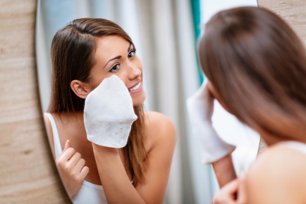 Los 5 mejores productos para remover tu maquillaje antes de dormir - La  Opinión