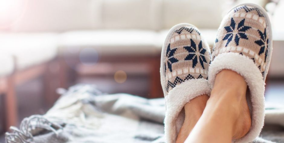 5 pantuflas acolchadas y cálidas para usar en la casa los días fríos