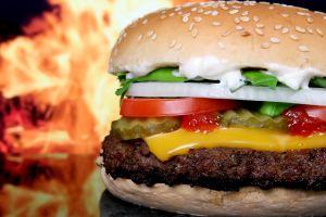 Burger King enfrenta demanda por polémica contaminación de sus nuevas hamburguesas veganas Impossible Whopper