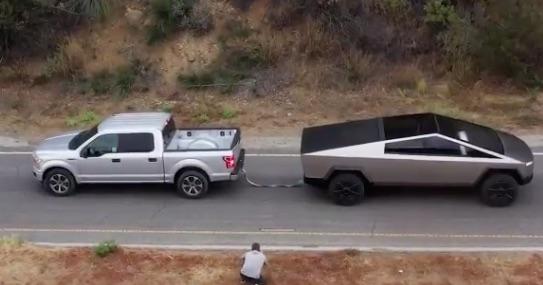 ¡Ouch! La Tesla Cybertruck derrota a la Ford F-150 en un concurso de poder (VIDEO)