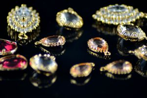 Encuentran tesoro valorado en más de $120,000 en el refrigerador de una anciana