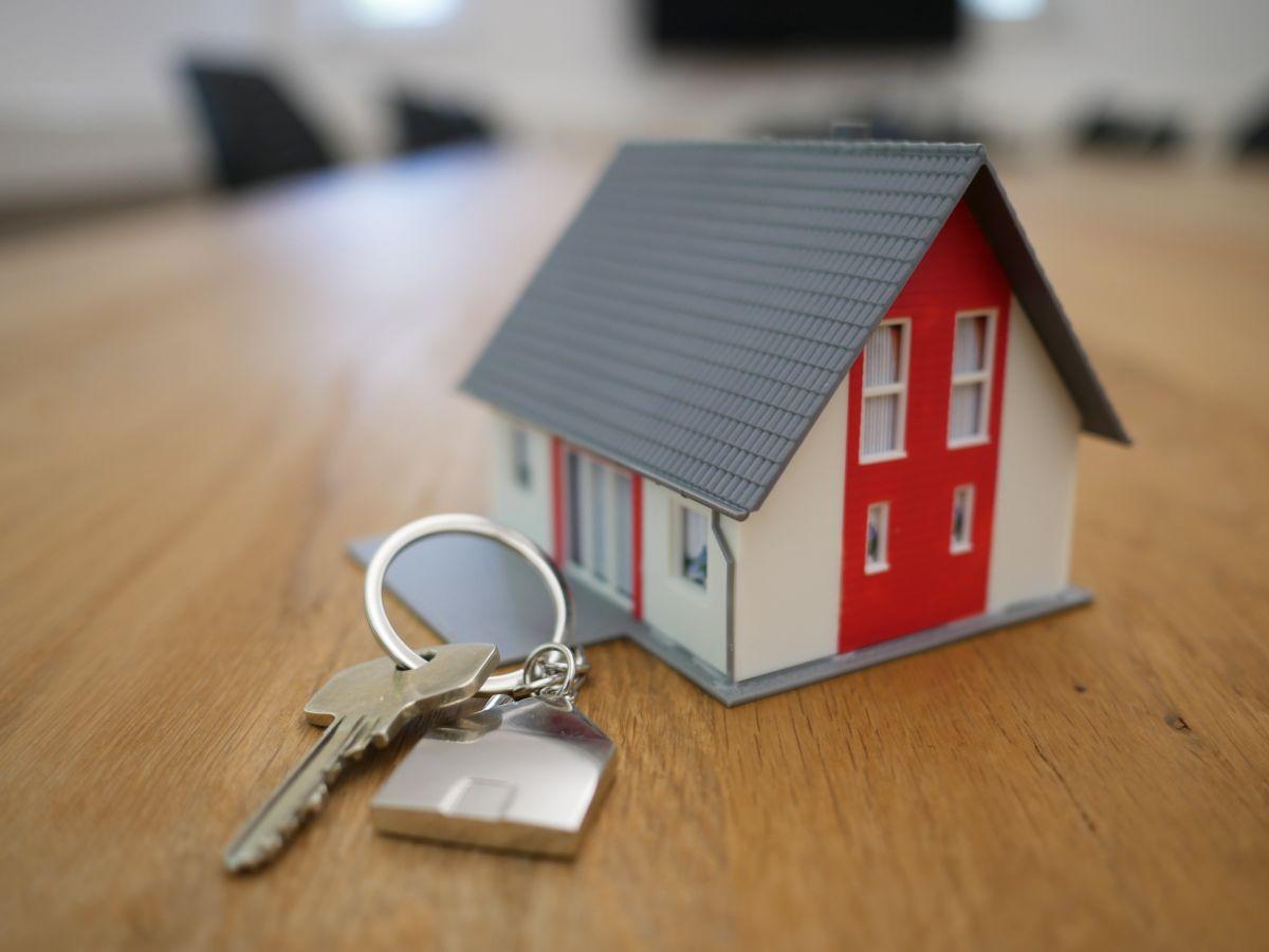 Ante una posible recesión, ¿es buena idea comprar una casa?