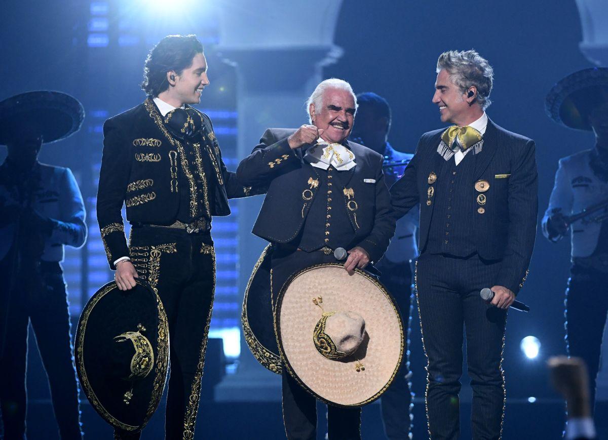Vicente Fernández reaparece cantando en los Latin Grammys 2019 junto a su hijo Alejandro y nieto Alex