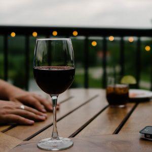 5 beneficios que el vino tinto proporciona a las mujeres