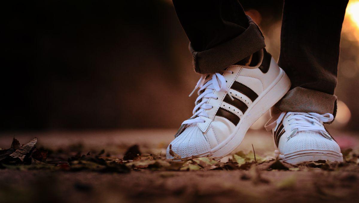 Ahorra hasta 50% en tenis de hombre marca Adidas por el Black Friday