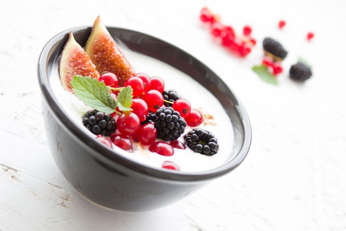 Cremoso y saludable: 10 beneficios de comer yogur griego a diario