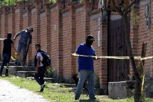 Exhuman al menos 50 cuerpos de fosa clandestina en México
