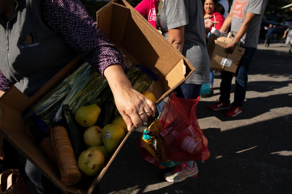 La demanda de comida se dispara durante la pandemia. (Anne Wernikoff –CalMatters)