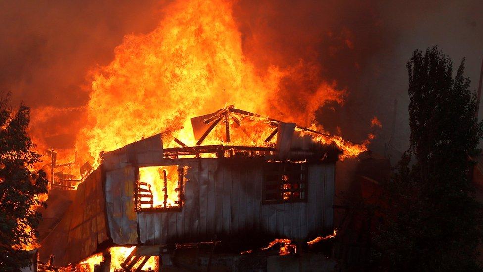 Chile: Voraz incendio forestal consume al menos 120 casas en Valparaíso