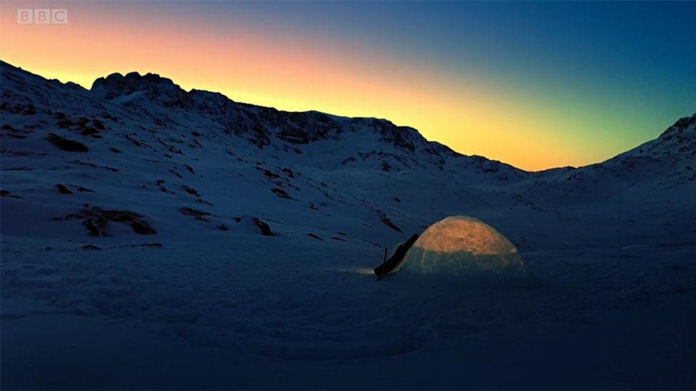 Por qué los inuit siguen construyendo iglús (y cómo lo hacen)