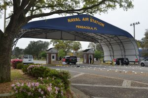Familiares identifican a víctima mortal del tiroteo en la base naval de Pensacola