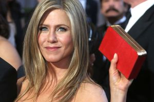 Gracias a la cuarentena, Jennifer Aniston perdona finalmente a su padre por su abandono