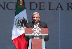 """AMLO llama """"héroes vivientes"""" a mexicanos en EEUU que mandan remesas"""