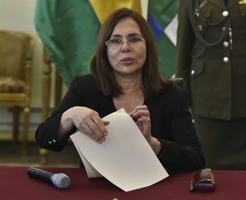 """""""Bolivia no es colonia de México"""", advierte canciller Karen Longaric al gobierno de AMLO"""